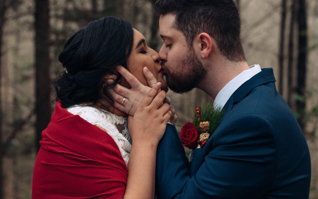 red river gorge weddings people kissing